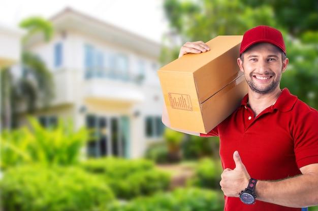 顧客に配送するための破損した配送ボックスパッケージ