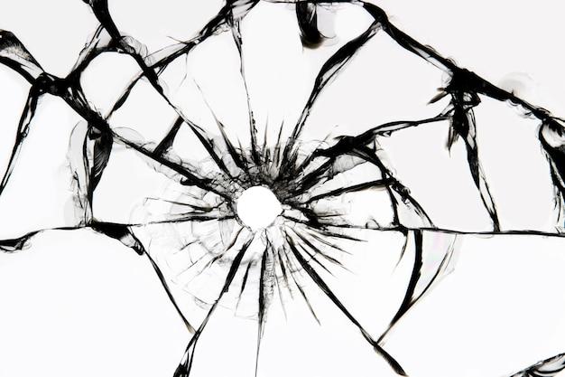 균열이있는 손상된 유리, 샷에서 유리에 균열