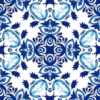 ダマスク織のシームレスな装飾用水彩アラベスクペイントタイルパターンのファブリックと壁の装飾。ポルトガルのクロスモザイクタイルプリント。