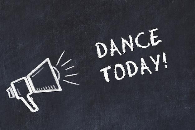 スピーカーと手書きの短いモットー「dance today」を使用したチョークボードスケッチ