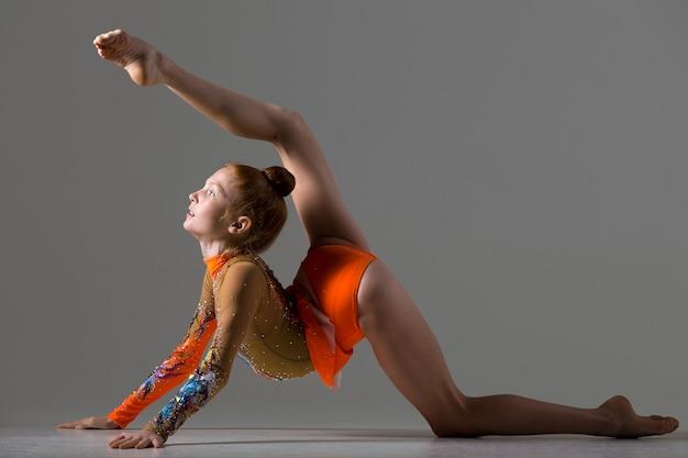 Ragazza, ballerina, fare, backbend, ginnastica, postura