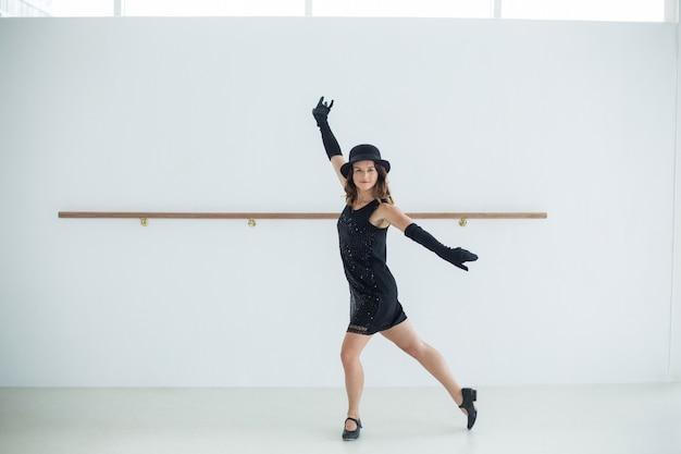Dancer practicing contemporary dance Premium Photo