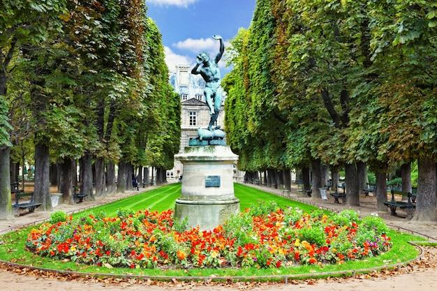 Танцующий фавн. люксембургский сад (люксембургский сад) в париже, франция.
