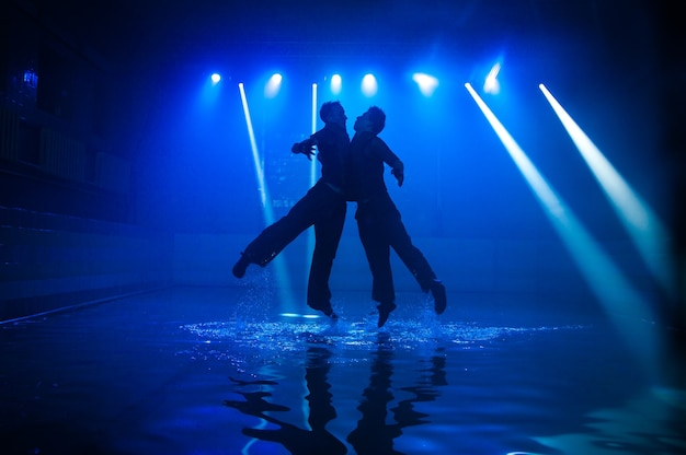 Танцы в воде