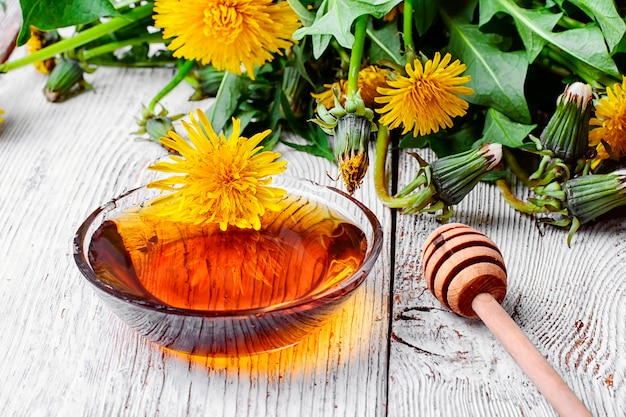 タンポポの蜂蜜