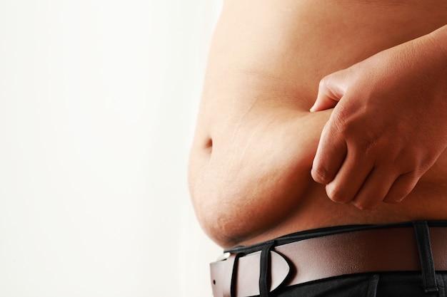 Опасность ожирения лишний вес мужчина отжимает лишний жир