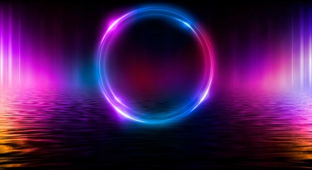 Темный абстрактный фон неоновый свет круг фигура отражение неонового света на воде
