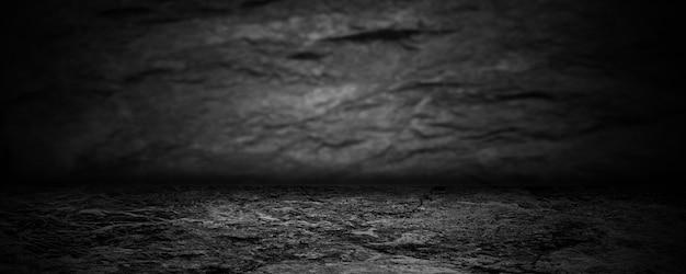 Темно-черный выставочный зал и пустая студия для презентаций