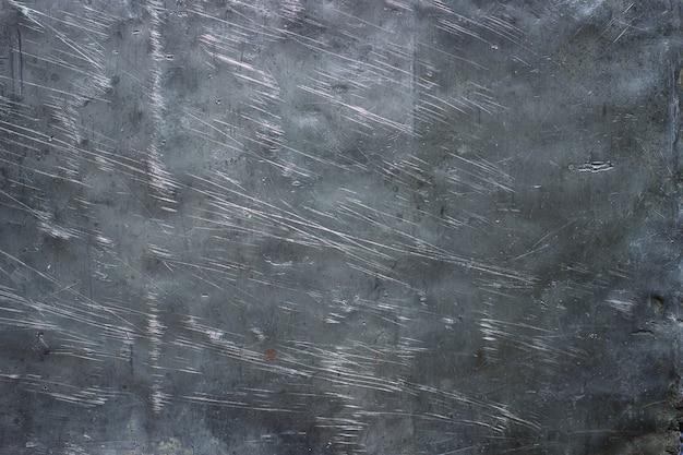 暗い背景の鋼の鎧