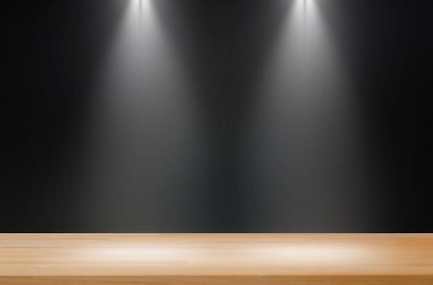 2つのライトが付いている暗い背景滑らかな木製のテーブル製品ディスプレイ
