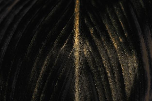 Темно-коричневый узор листьев текстурированный фон
