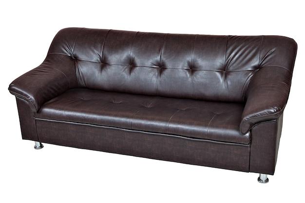 白い背景で隔離されたダークブラウンのレザーレットソファには、クリッピングパスが含まれています。