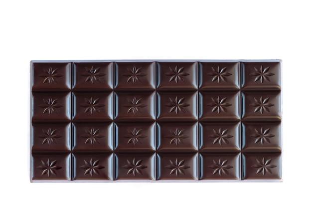 コピースペースで白い表面に分離されたダークチョコレートバーの上面図