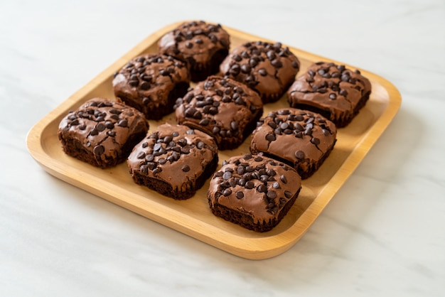 Dark chocolate brownies with chocolate chips on top
