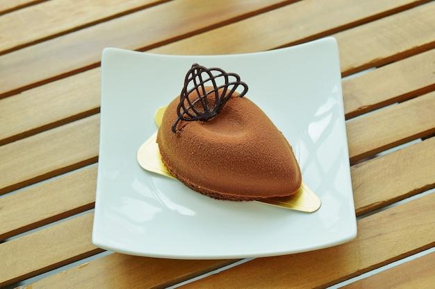 Темный шоколадный торт