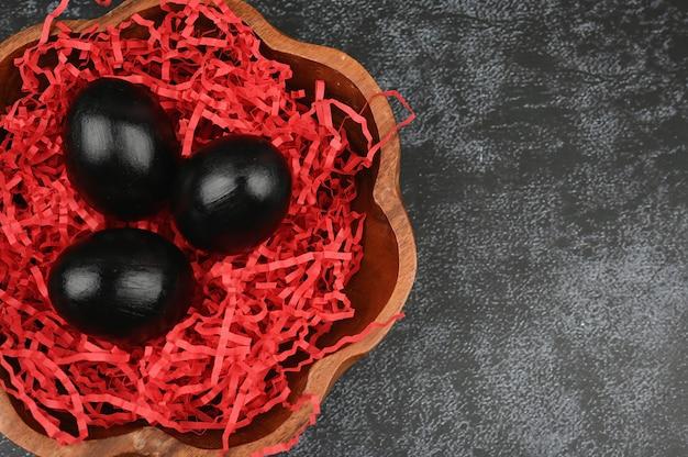 ダークチョコレートの卵。ブラックイースターのコンセプトです。黒い卵。黒人のためのイースター。