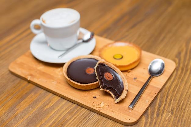Dark chocolate and lemon tarts with cappuccino