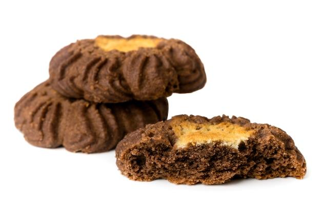 Темное печенье на белом, изолированные.