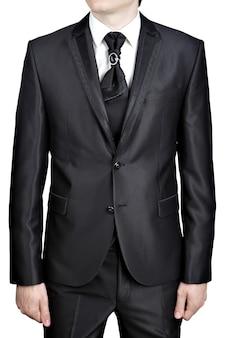 ネクタイ付きの男性用イブニングスーツのダークグレー、大きなブローチピンで飾られたネクタイの結び目。