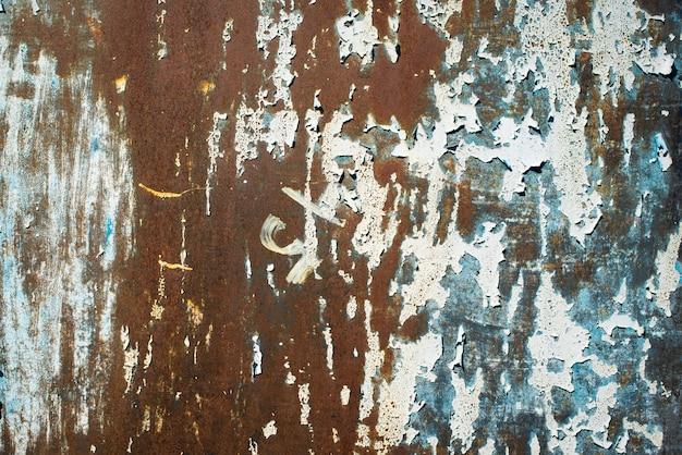 짙은 녹색 조수, 파란색, 주황색 질감. 오래 된 녹슨 벽 배경입니다. 거칠기와 균열. 프레임, 비네트
