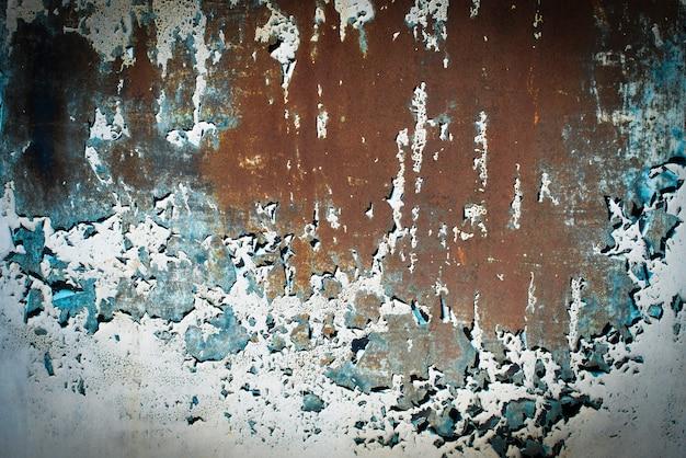 짙은 녹색 조수, 파란색, 주황색 청록색 질감. 오래 된 녹슨 벽 배경입니다. 거칠기와 균열. 프레임, 비네트