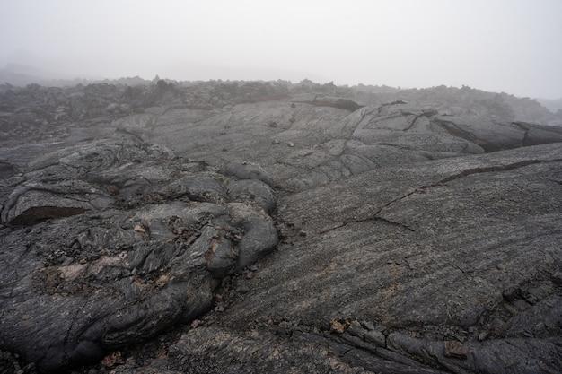 暗い灰色の黒いスレートの背景またはテクスチャ