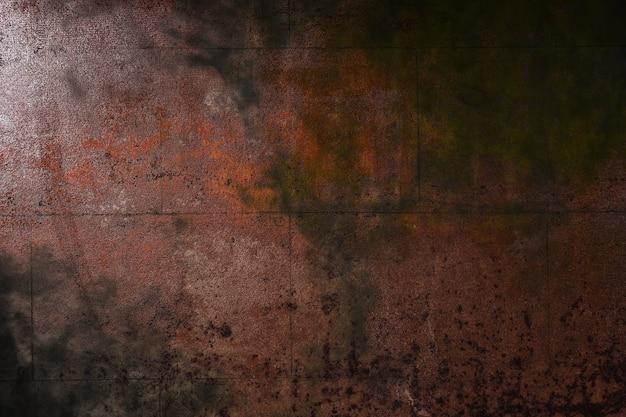 さびた場所のある暗い鉄の表面
