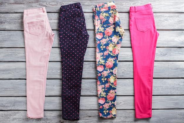 ダークネイビーとピンクのパンツ、女の子の春のパンツの割引のパターンセットが付いた明るいパンツは節約できます...