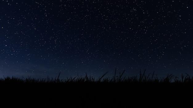 宇宙宇宙の背景にある暗い夜の星空と銀河