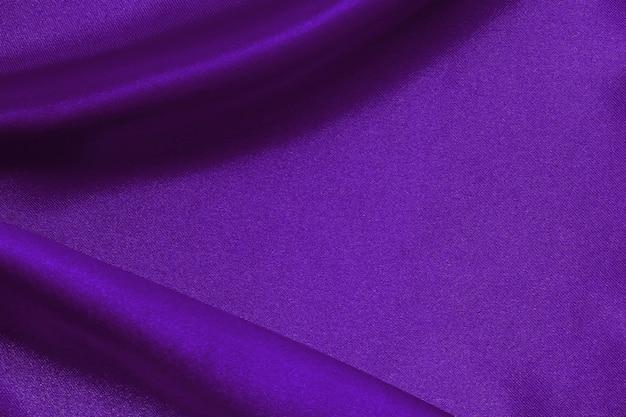 濃い紫色の生地の質感の背景、しわくちゃのシルクまたはリネン。