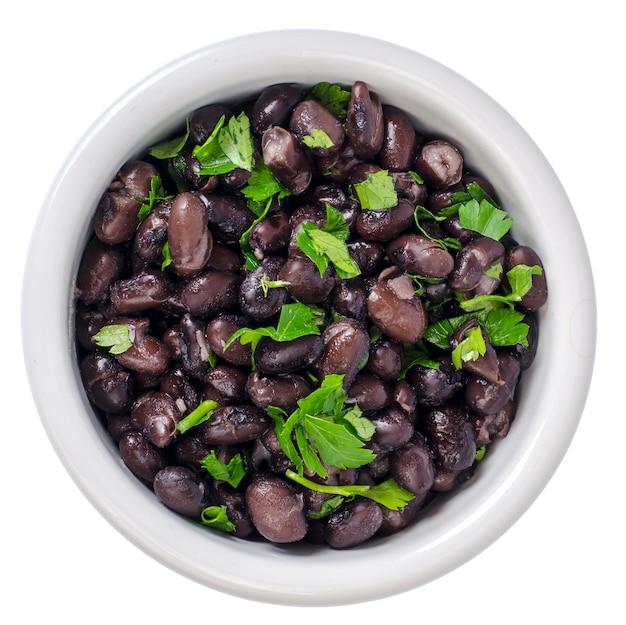 白いボウルに濃い赤の缶詰の豆。スタジオ写真