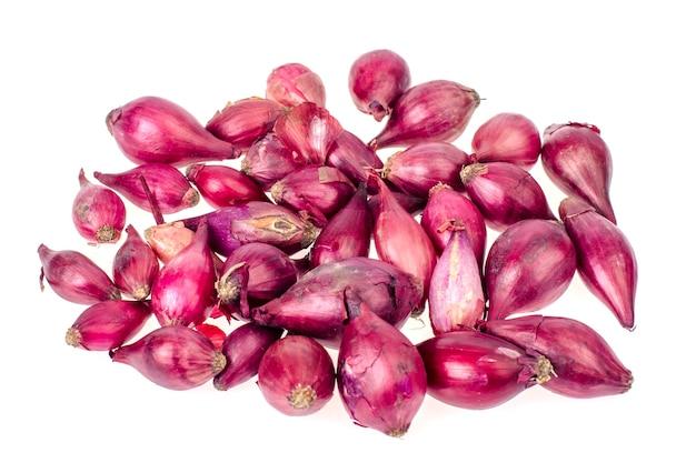 Луковицы темно-красного лука для посадки в грунт.