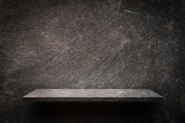 제품에 대한 어두운 소박한 시멘트 선반 디스플레이