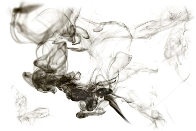 흰색 배경에 고립 된 어두운 연기