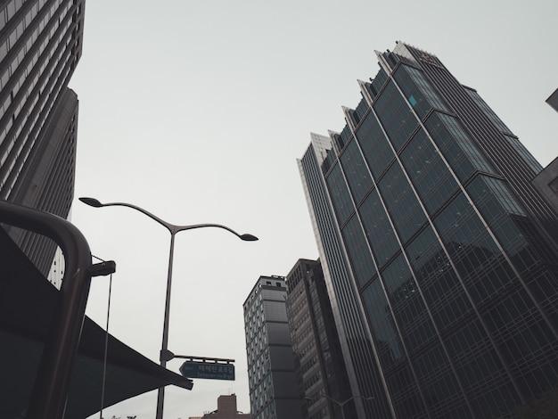 서울의 어두운 거리
