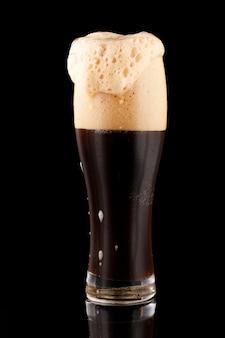 Пиво темное нефильтрованное с пеной