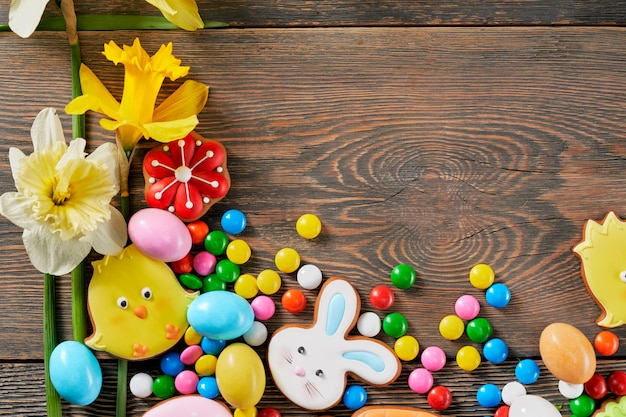 Dark wooden background with easter gingerbread and daffodils