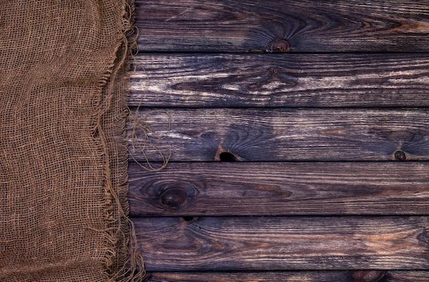 黄麻布、素朴な木の袋とダークウッドの質感