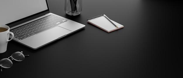 Темное рабочее место с ноутбуком, канцелярскими принадлежностями, кофе, очками и копировальным пространством,