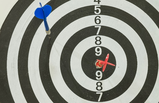 Dart board with red and blue arrow