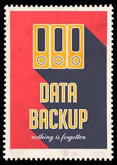 Резервное копирование данных на красном. винтажная концепция в плоском дизайне с длинными тенями.