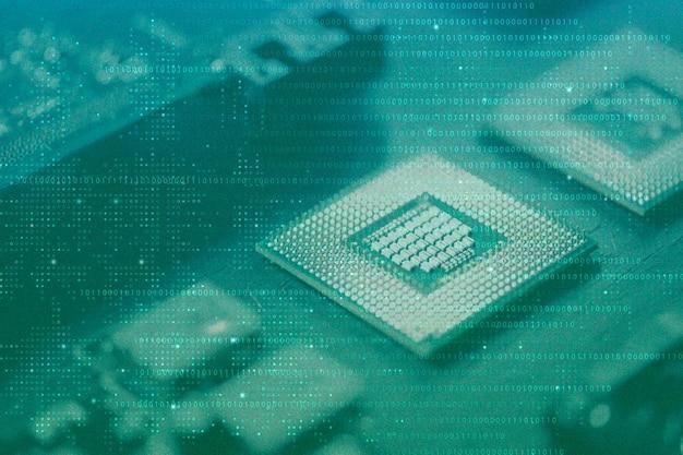 Sfondo verde di tecnologia dati con supporti remixati con microchip di computer Foto Gratuite