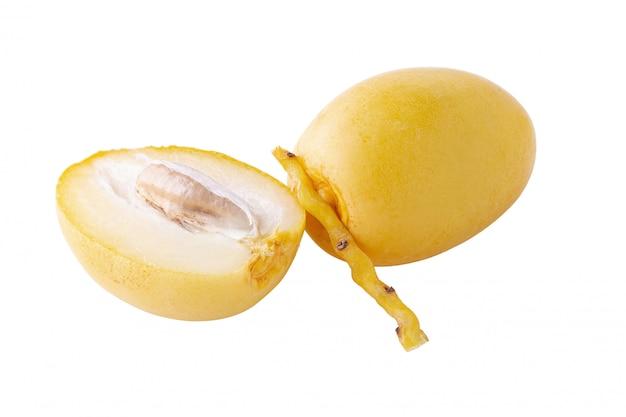 ナツメヤシ果実の白い背景で隔離