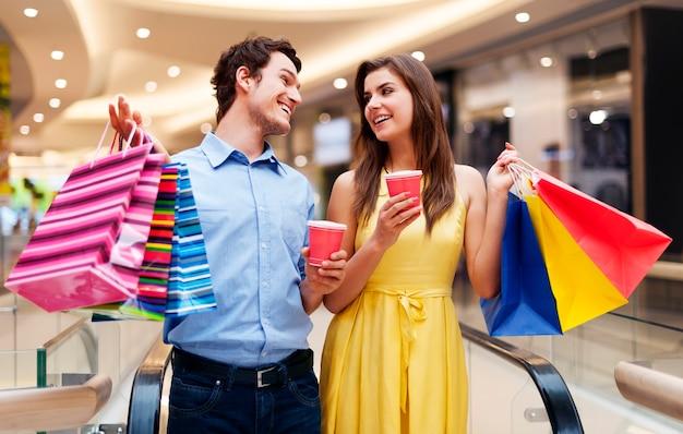 Appuntamento nel centro commerciale