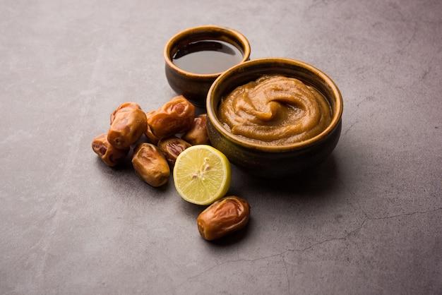 신선한 생 카주르, 레몬, 꿀과 같은 성분이 함유되어 유연하고 매끄럽고 맑은 피부를 선사하는 dates 페이스 마스크. 선택적 초점