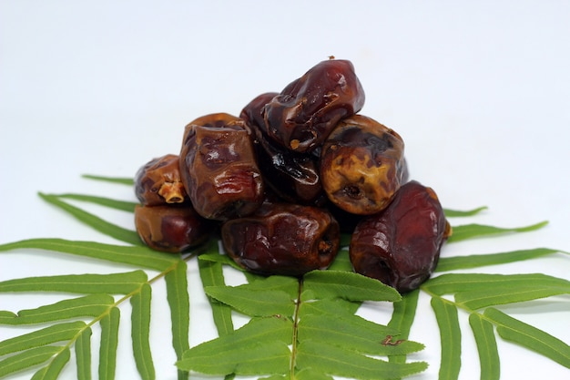 Dates on the leaves