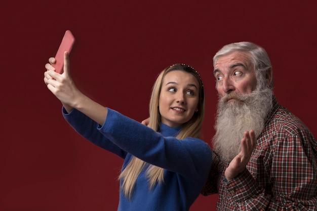 娘とパパ、selfieを取る