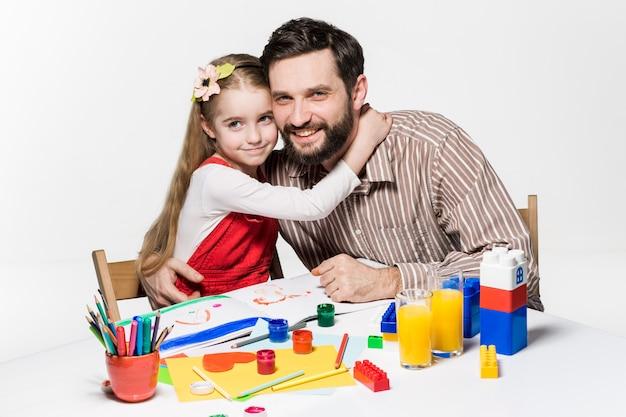 Figlia e padre che riuniscono