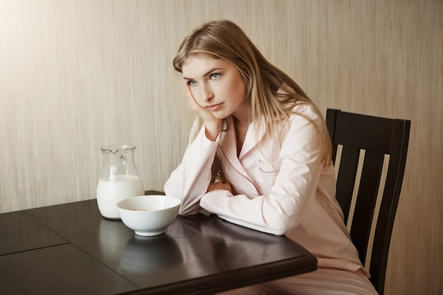 Дочка сыт по горло одним и тем же завтраком каждый день надоедает и раздражает
