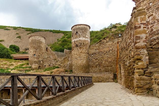 다비드 가레자 수도원. 고대 그루지야 정교회 수도원 단지인 david-gareja가 바위에 조각되어 있습니다. 조지아주 카케티 지역 사가레호.